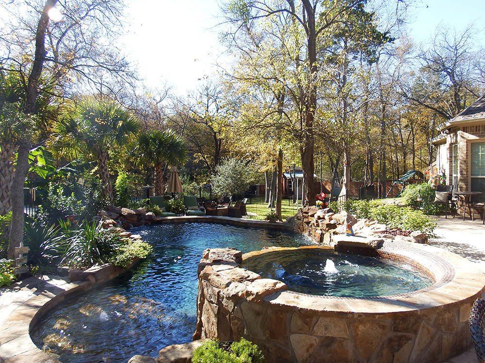 Free form pools rivermist pools spas for Pool plans free